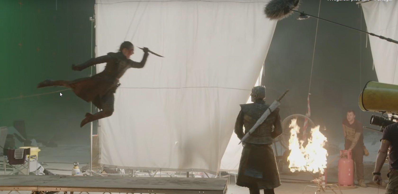 Photo du tournage de la huitième saison de la série Game of Thrones avec Arya Stark et le Night King
